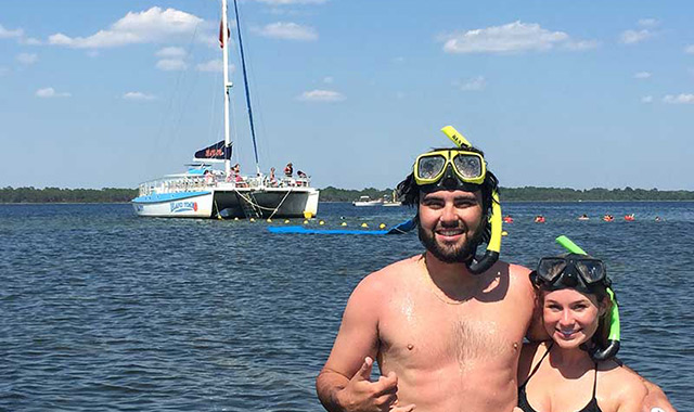 young-couple-snorkel-trip