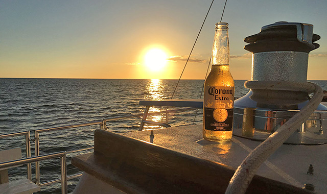 panama-city-beach-sunset-cruise-beer